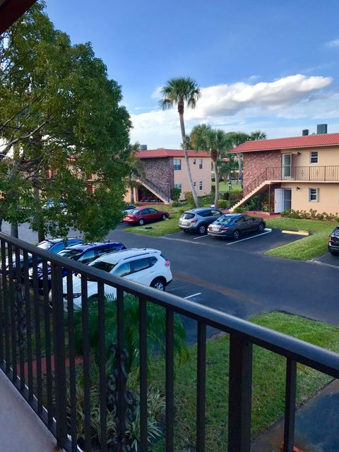 Condominio por un Venta en 1957 SW Palm City Road # Bldg 29 #h 1957 SW Palm City Road # Bldg 29 #h Stuart, Florida 34994 Estados Unidos