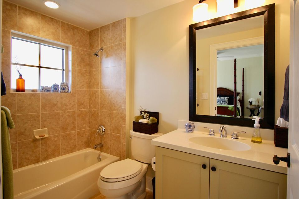Additional photo for property listing at 3702 N A1a  # 1001 3702 N A1a  # 1001 Hutchinson Island, Florida 34949 United States