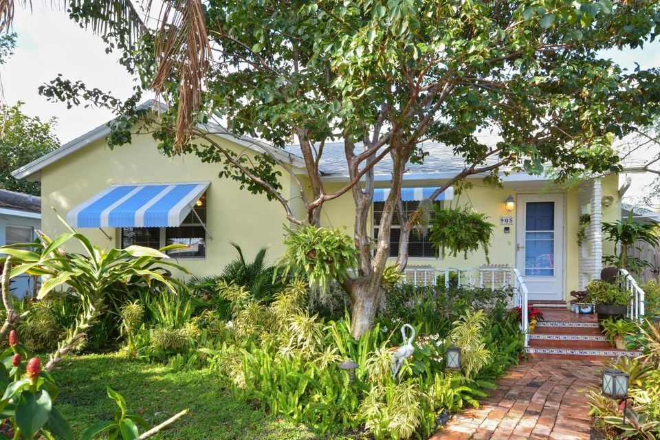 Home for sale in Parrot Cove Lake Worth Florida