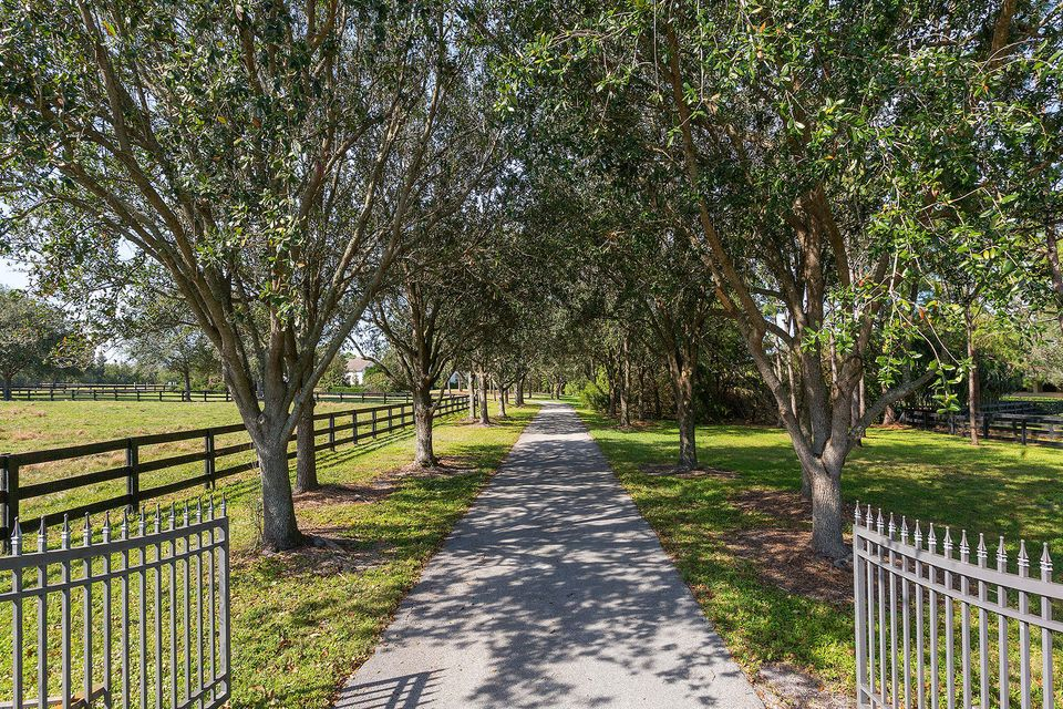 5545 S Shore Boulevard , Wellington FL 33449 is listed for sale as MLS Listing RX-10403974 photo #31