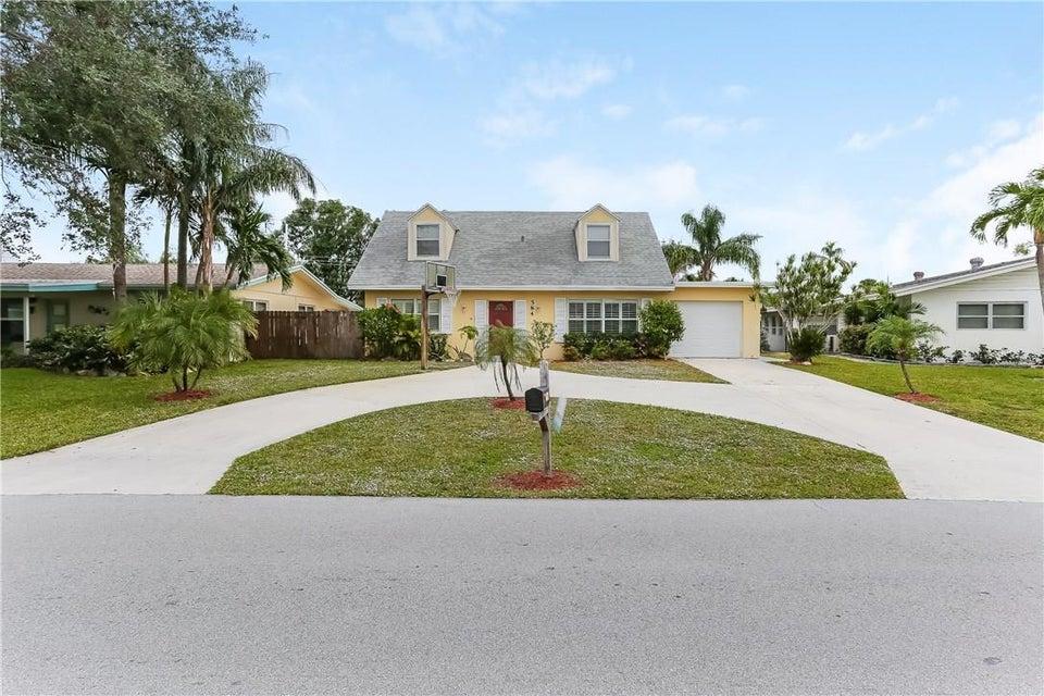 584 Riverside  Palm Beach Gardens FL 33410