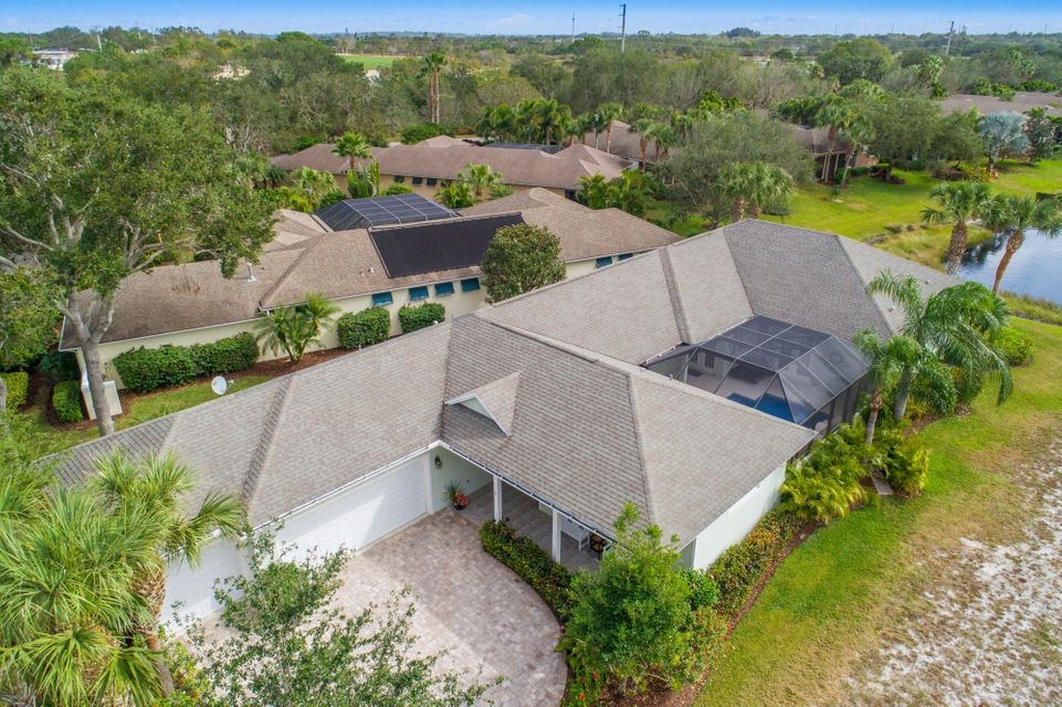 Single Family Home for Sale at 208 Oak Hammock Circle 208 Oak Hammock Circle Vero Beach, Florida 32962 United States