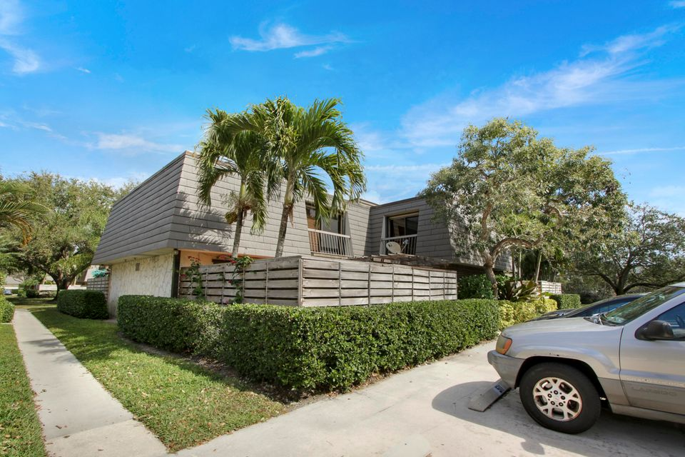 514 5th Terrace , Palm Beach Gardens FL 33418 is listed for sale as MLS Listing RX-10402861 21 photos