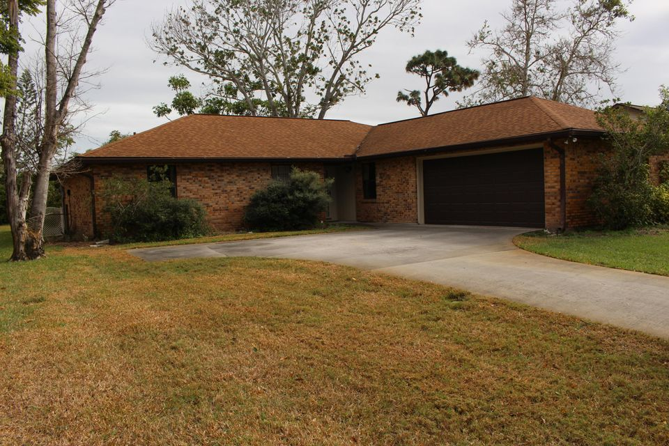 Частный односемейный дом для того Продажа на 1075 Citrus Avenue 1075 Citrus Avenue Palm Bay, Флорида 32905 Соединенные Штаты