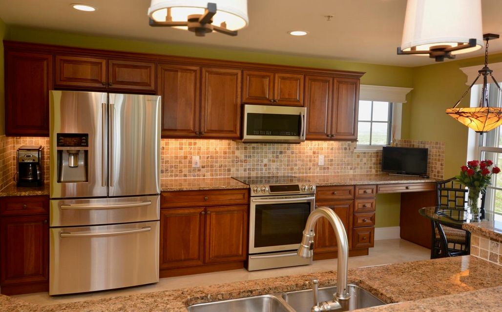 Additional photo for property listing at 3702 N A1a  # 1001 3702 N A1a  # 1001 Hutchinson Island, Florida 34949 Estados Unidos