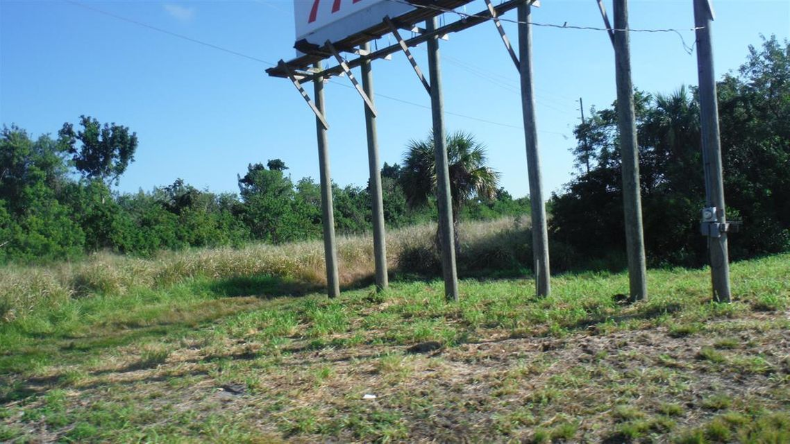 Additional photo for property listing at 7350 Okeechobee Road 7350 Okeechobee Road Fort Pierce, Florida 34945 Estados Unidos