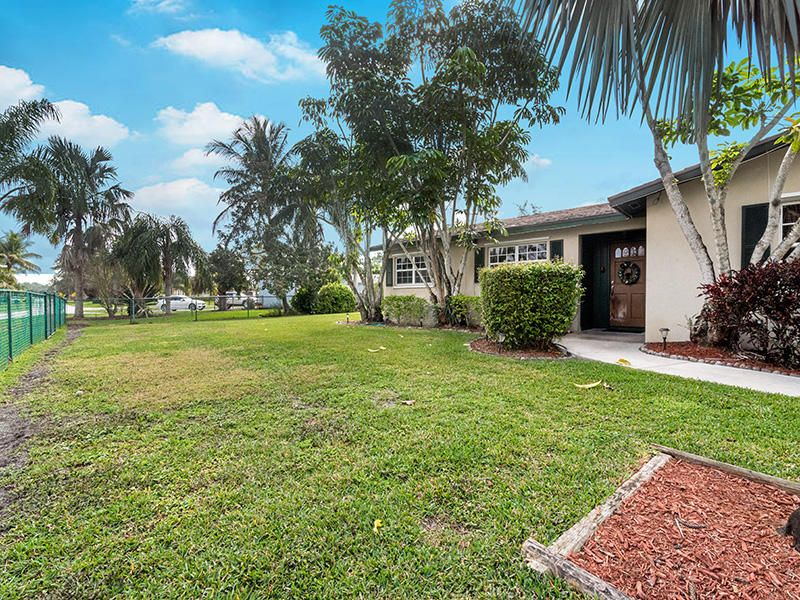 6700 Patricia Drive West Palm Beach, FL 33413 photo 4
