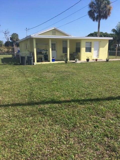 210 W Trail Drive  West Palm Beach, FL 33415
