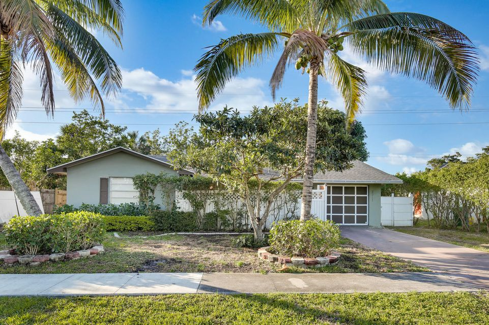 2511 S Canterbury Drive  West Palm Beach, FL 33407