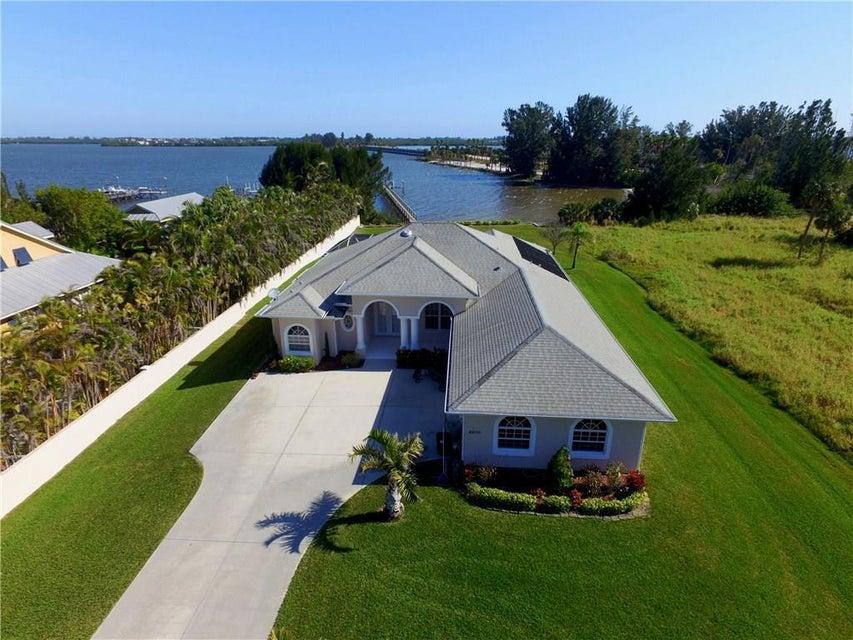 独户住宅 为 销售 在 8800 44th Avenue 8800 44th Avenue 塞巴斯蒂安, 佛罗里达州 32958 美国