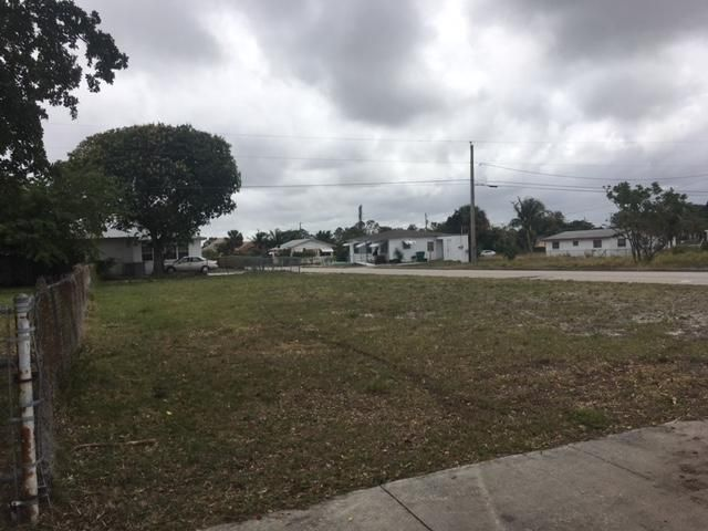 000 W 33rd Street , Riviera Beach FL 33404 is listed for sale as MLS Listing RX-10403808 1 photos
