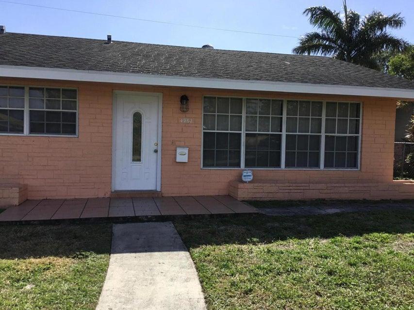4962 Pineaire Lane  West Palm Beach, FL 33417
