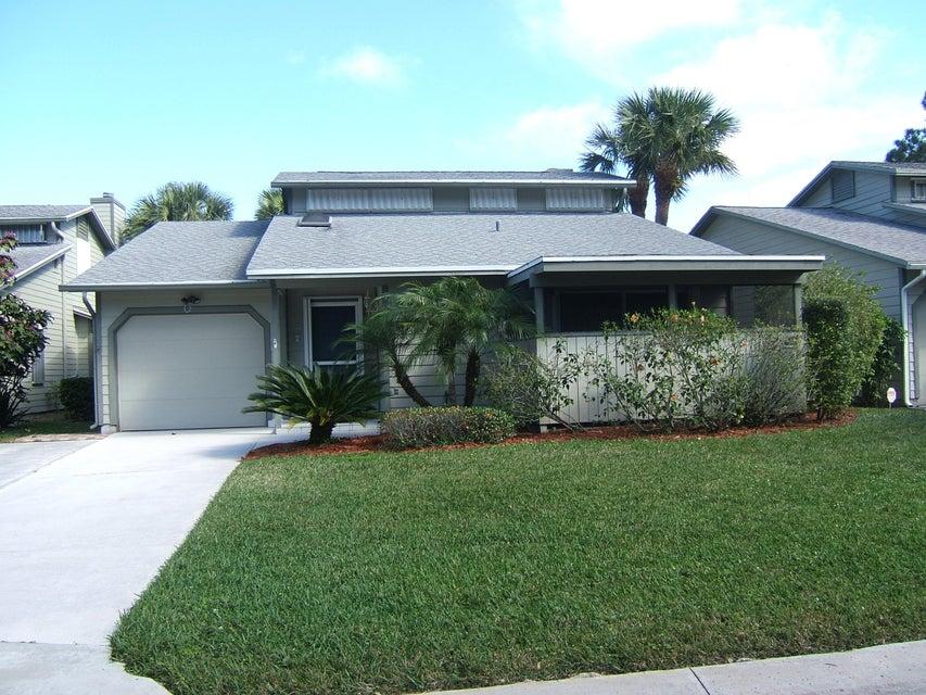 Casa Unifamiliar por un Venta en 635 NE Dahoon Terrace 635 NE Dahoon Terrace Jensen Beach, Florida 34957 Estados Unidos