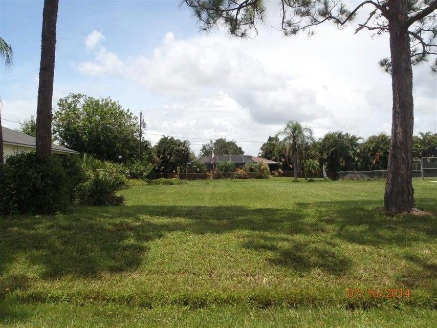 Single Family Home for Sale at 1150 SE Sabina Lane 1150 SE Sabina Lane Port St. Lucie, Florida 34983 United States