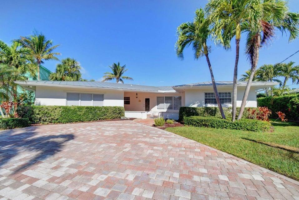 Home for sale in Lee Manor Isles Boynton Beach Florida