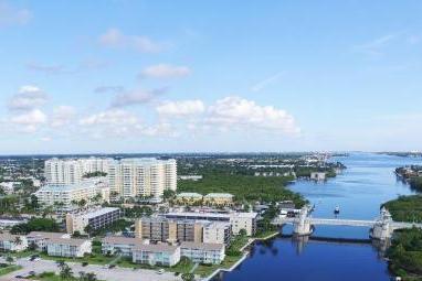 Кондоминиум для того Продажа на 720 E Ocean Avenue # 405 720 E Ocean Avenue # 405 Boynton Beach, Флорида 33435 Соединенные Штаты