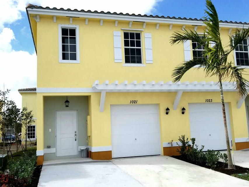 联栋屋 为 销售 在 1021 NW 40th Terrace 1021 NW 40th Terrace Lauderhill, 佛罗里达州 33313 美国