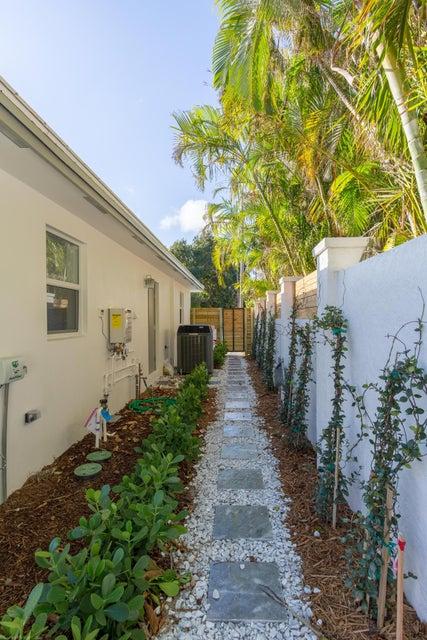 Photo of  West Palm Beach, FL 33407 MLS RX-10404823