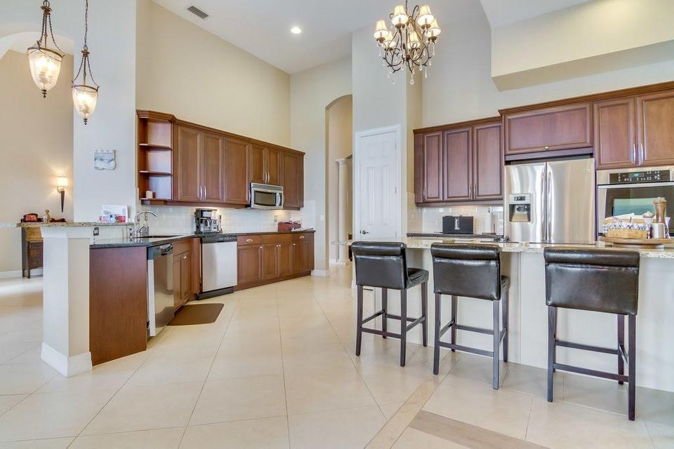 8216 Butler Greenwood Drive Royal Palm Beach, FL 33411 photo 2