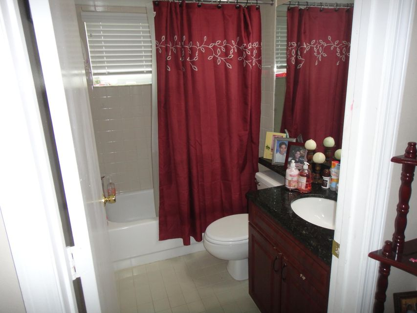 133 W Royal Pine Circle Royal Palm Beach, FL 33411 photo 8
