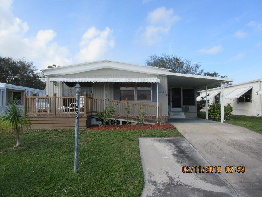 Mobile / Manufactured for Sale at 6925 SE Amendment Street 6925 SE Amendment Street Hobe Sound, Florida 33455 United States