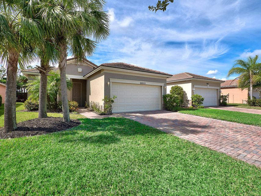 Частный односемейный дом для того Продажа на 10069 SW Stonegate Drive 10069 SW Stonegate Drive Port St. Lucie, Флорида 34987 Соединенные Штаты