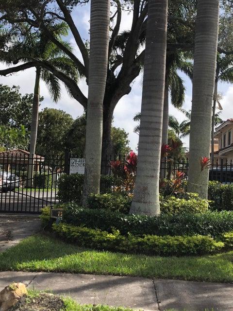 Casa unifamiliar adosada (Townhouse) por un Venta en 723 SW 6th Street # 6 723 SW 6th Street # 6 Hallandale Beach, Florida 33009 Estados Unidos