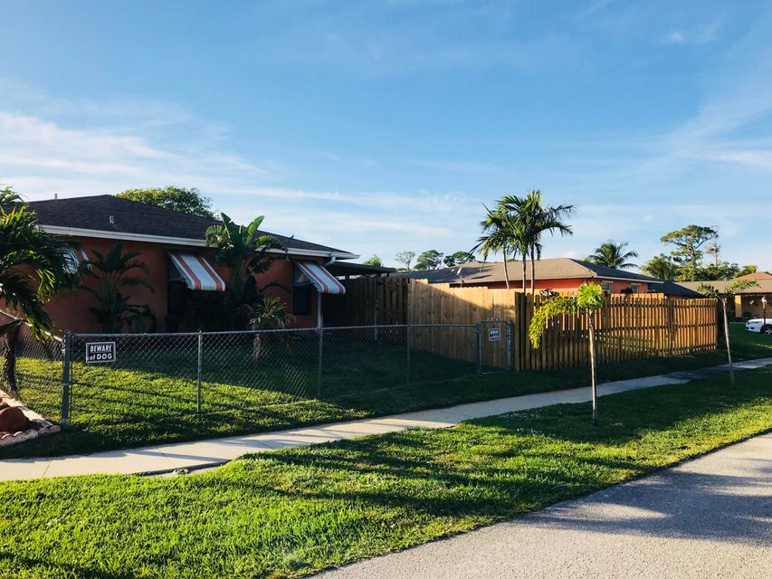 2965 Via Vellaria Lake Worth, FL 33461 photo 4