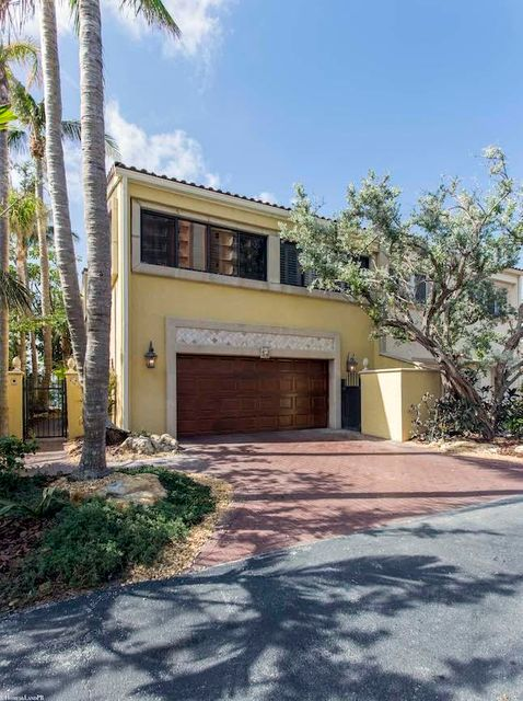 联栋屋 为 销售 在 4502 S Ocean Boulevard 4502 S Ocean Boulevard 高地海滩, 佛罗里达州 33487 美国