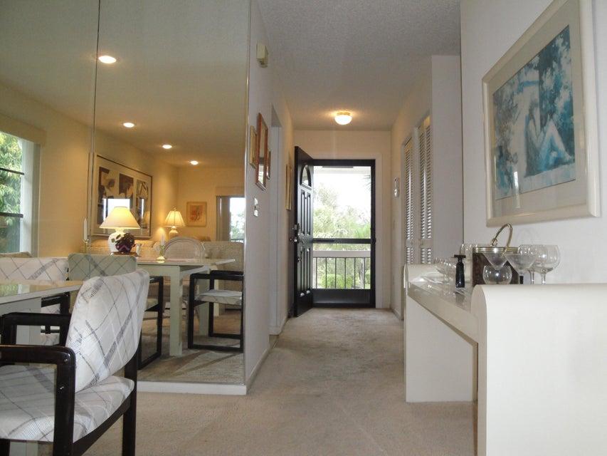 共管式独立产权公寓 为 销售 在 10 Stratford Drive # H 10 Stratford Drive # H 博因顿海滩, 佛罗里达州 33436 美国