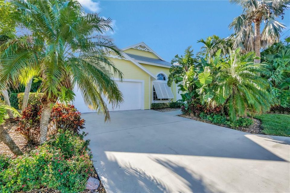 Single Family Home for Sale at 46 SW Cabana Point Circle 46 SW Cabana Point Circle Stuart, Florida 34994 United States