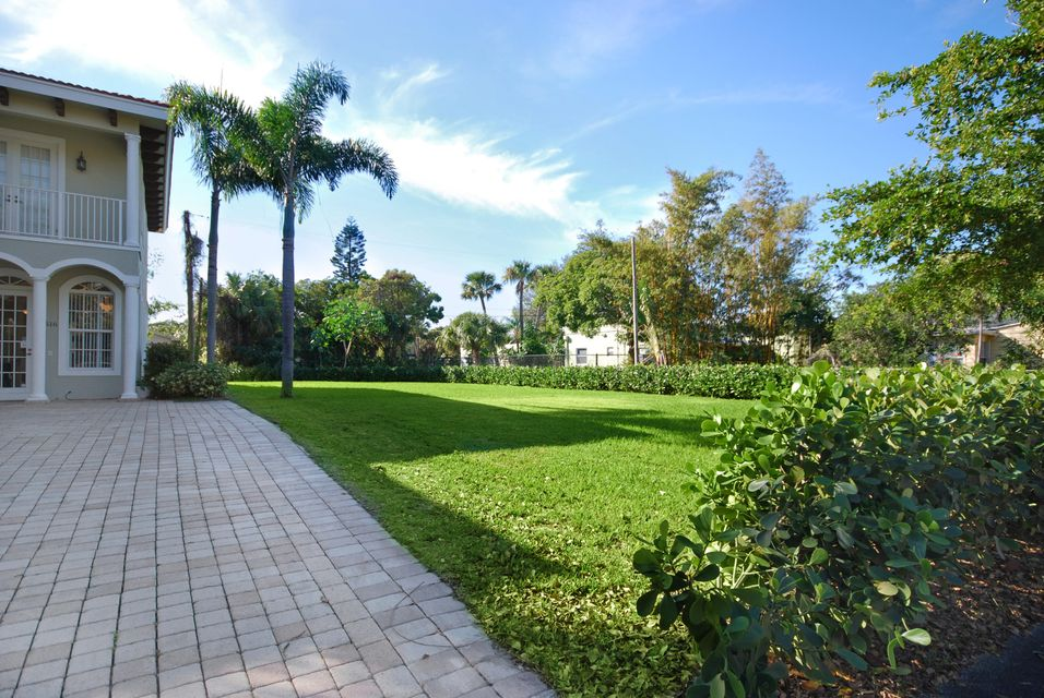 516 Flamingo Drive West Palm Beach, FL 33401 photo 2