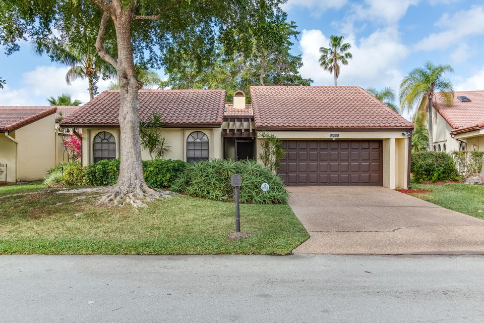 Single Family Home for Sale at 7029 Golf Pointe Circle 7029 Golf Pointe Circle Tamarac, Florida 33321 United States
