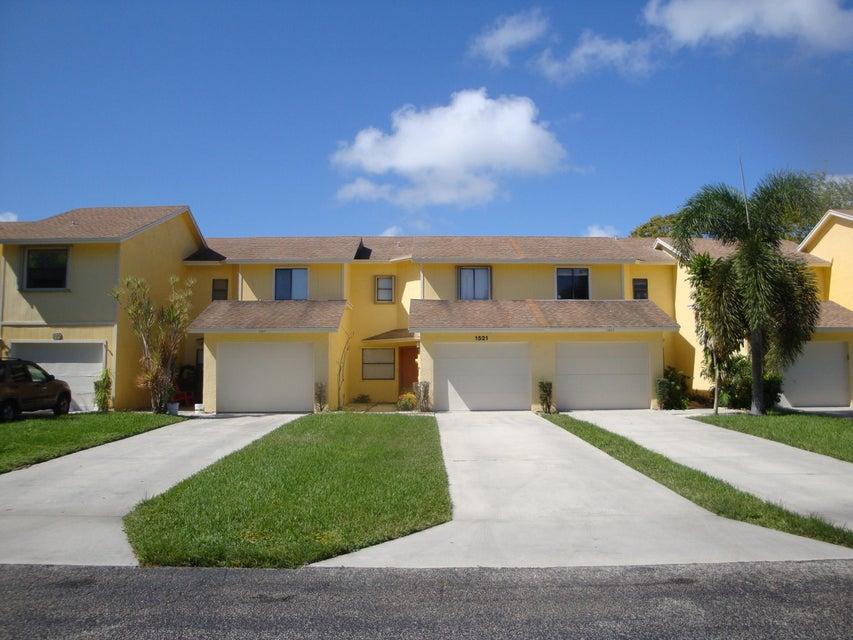 1521 Woodbridge Lakes Circle  West Palm Beach, FL 33406