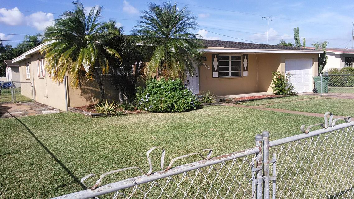 Single Family Home for Sale at 1762 NW 8th Avenue 1762 NW 8th Avenue Homestead, Florida 33030 United States