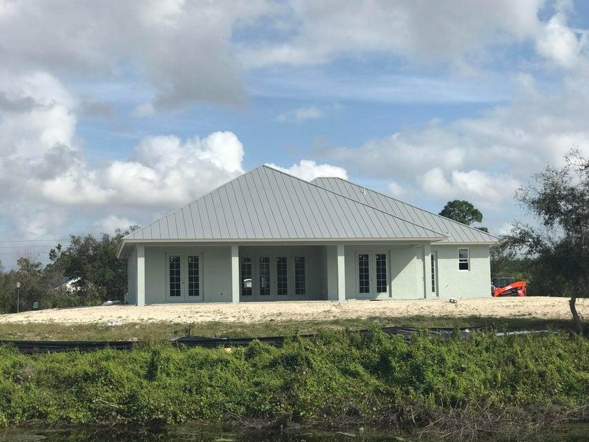 Частный односемейный дом для того Продажа на 1124 SW Squire Johns Lane 1124 SW Squire Johns Lane Palm City, Флорида 34990 Соединенные Штаты