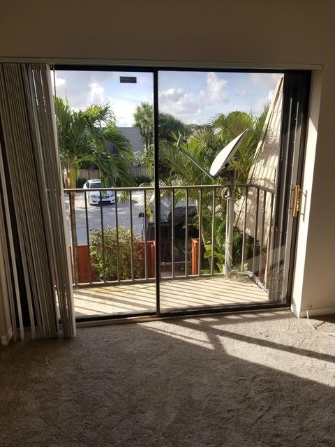 6816 68th Way West Palm Beach, FL 33409 photo 17