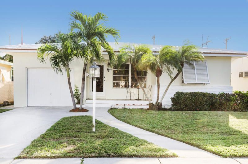 910 N Palmway  is listed as MLS Listing RX-10406877 with 24 pictures