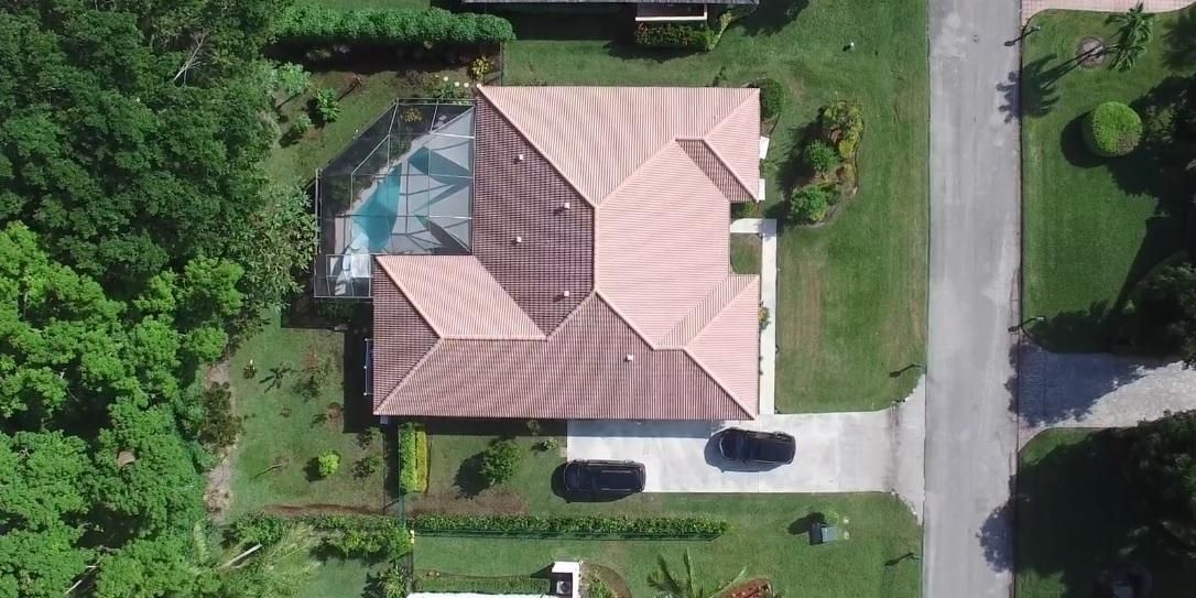 18 Berwick Road , Palm Beach Gardens FL 33418 is listed for sale as MLS Listing RX-10407445 12 photos