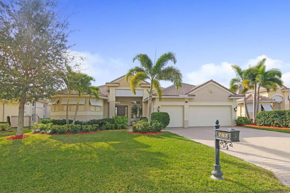 Single Family Home for Sale at 767 SW River Bend Circle 767 SW River Bend Circle Stuart, Florida 34997 United States