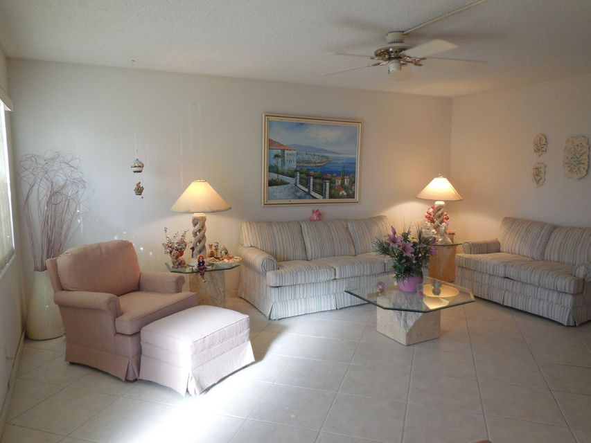 137 Chatham G  West Palm Beach, FL 33417