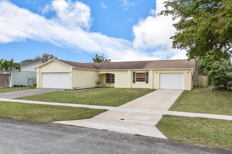 1157 Grand Duke Way Royal Palm Beach, FL 33411 small photo 2