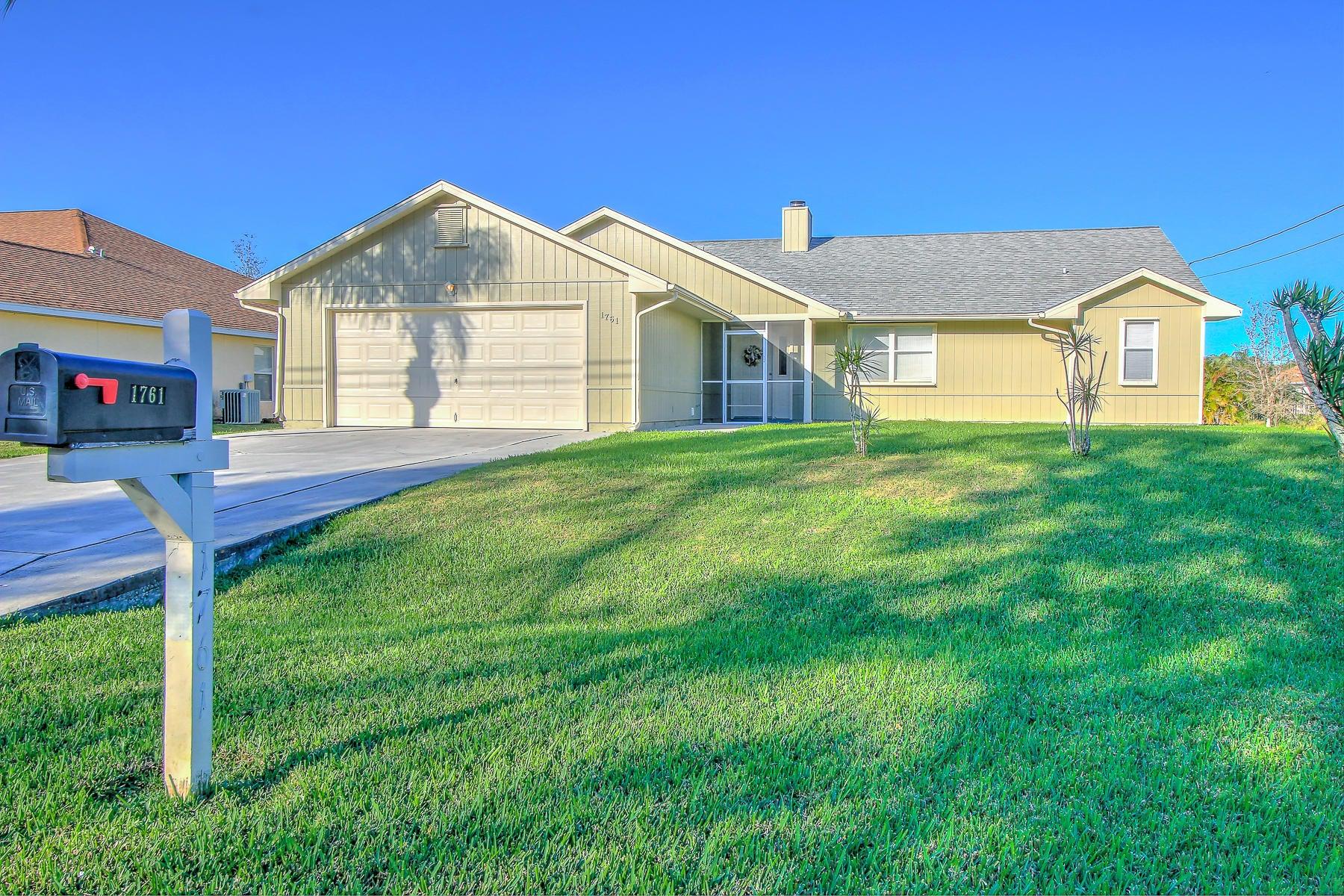 Частный односемейный дом для того Продажа на 1761 SW Leafy Road 1761 SW Leafy Road Port St. Lucie, Флорида 34953 Соединенные Штаты