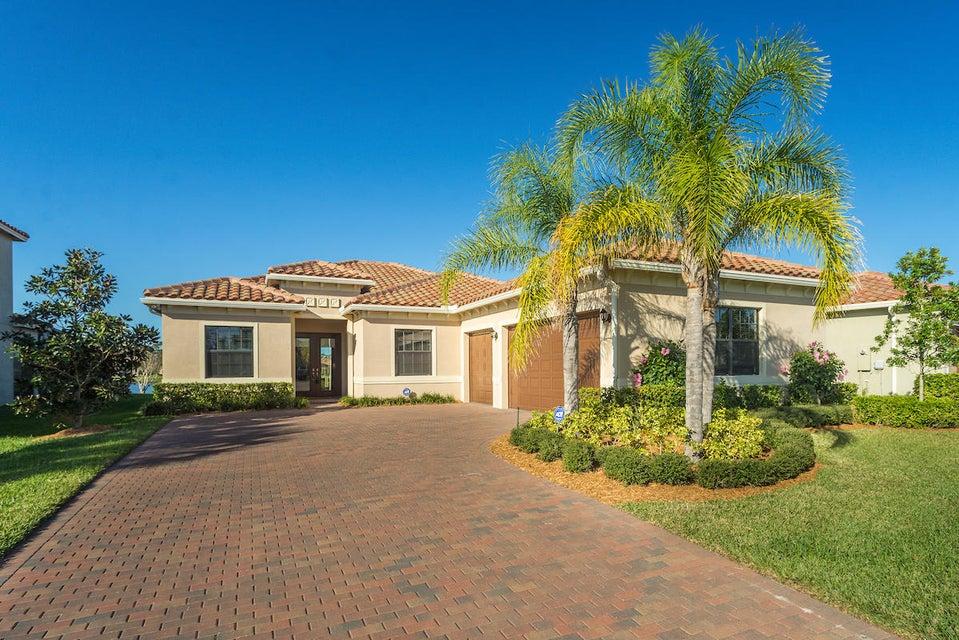 Частный односемейный дом для того Продажа на 4980 55th Street 4980 55th Street Vero Beach, Флорида 32967 Соединенные Штаты
