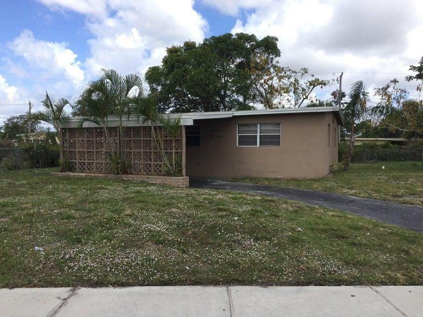 独户住宅 为 销售 在 3235 NW 3rd Street 3235 NW 3rd Street Lauderhill, 佛罗里达州 33311 美国