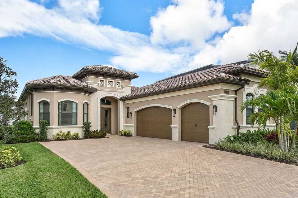 Частный односемейный дом для того Продажа на 9783 Vitrail Lane 9783 Vitrail Lane Delray Beach, Флорида 33446 Соединенные Штаты