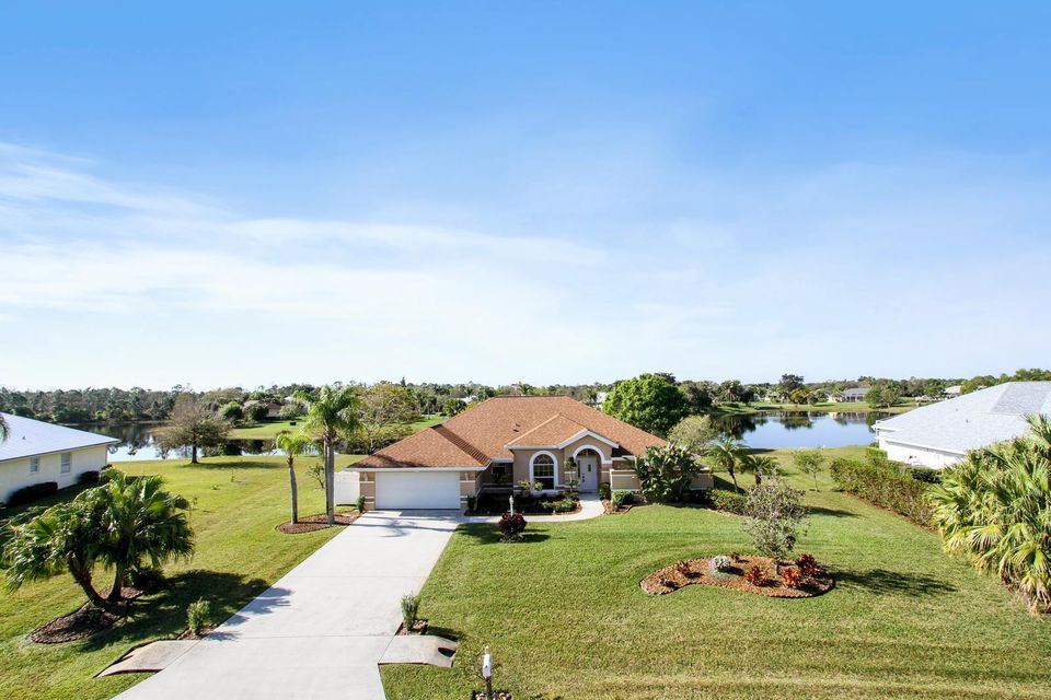 Single Family Home for Sale at 816 SE Waterside Way 816 SE Waterside Way Stuart, Florida 34997 United States