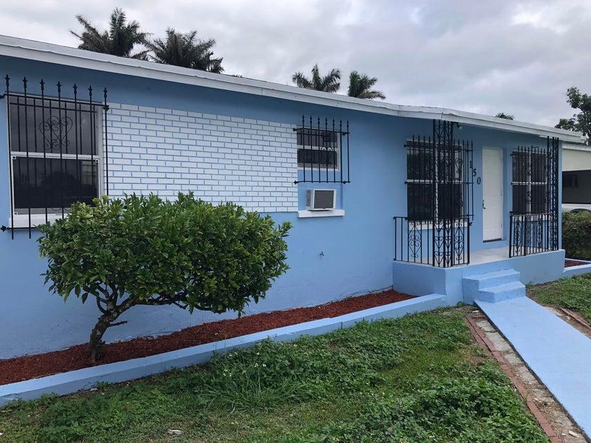Casa Unifamiliar por un Venta en 150 N Elm Avenue 150 N Elm Avenue Pahokee, Florida 33476 Estados Unidos