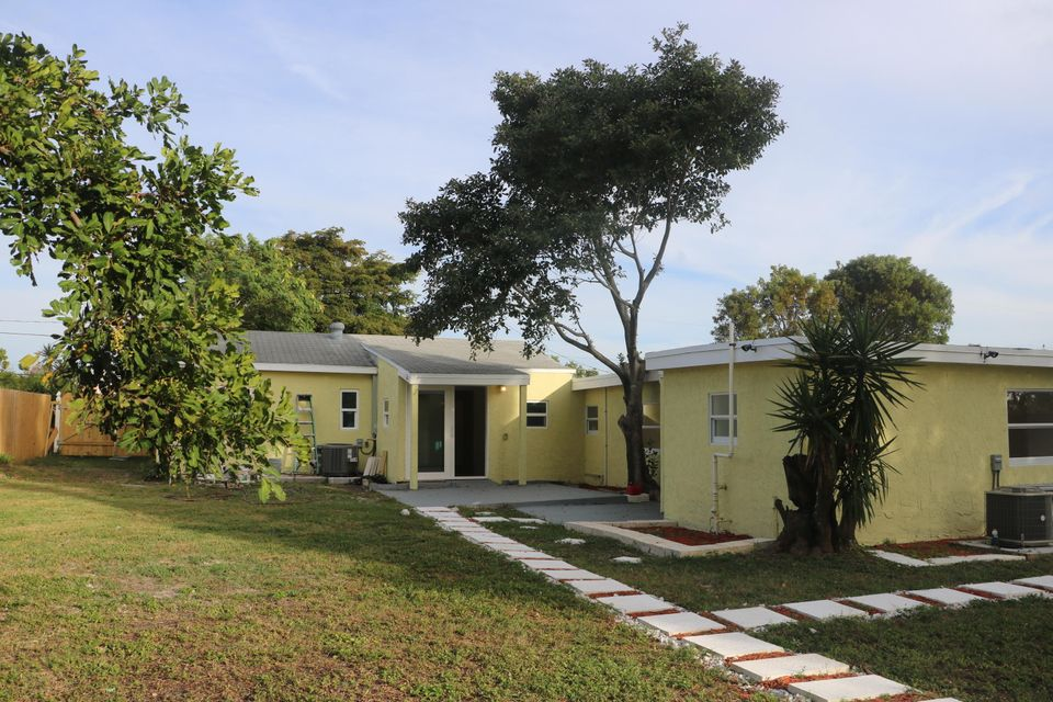 Duplex for Sale at 11 Miller Road # 1 11 Miller Road # 1 Palm Springs, Florida 33461 United States