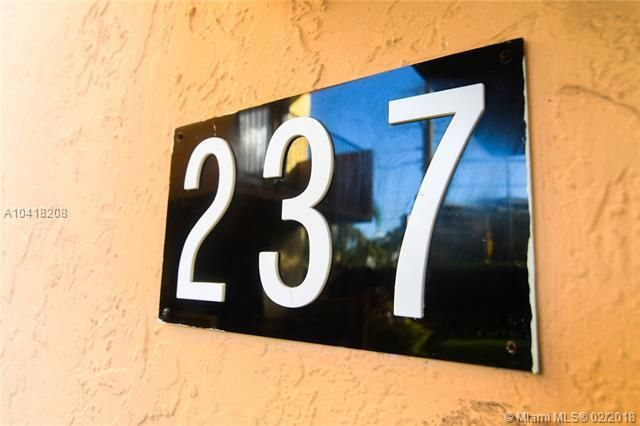 422 N Lakeside Drive